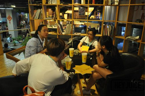 奶茶加盟峰会现场茶桔便加盟经理一对一讲解
