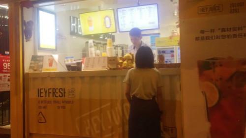 茶桔便店员提升服务体验|奶茶加盟店未来销量可猛涨